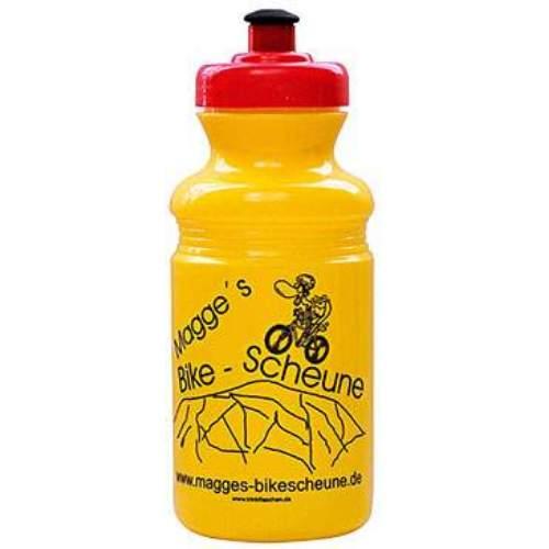 EU Bottle Classic 550mlDie Classic Serie bietet ein ausgezeichnetes Preis/Leistungsverhältnis bei  gleichzeitig hoher Materialqualität. Angenehm weiches Mundstück, 41mm großer Drehverschluß, weiches LDPE Material.  Classic 550ml: Ideal für kleine Rahmen und kurze Ausflüge Volumen: 550ml Durchmesser: 74mm Höhe: 190mm Öffnung: 41mm   EU-Bottle ist einer der führenden Hersteller in Europa im Bereich Werbe und Sport Trinkflaschen. Mit mehr als 20 Jahren Erfahrung gewährleistet EU-Bottle höchste Qualität in der Herstellung von Trinkflaschen und Druck.  Jede Flasche, welche wir herstellen, ist 100% BPA frei und alle Farbstoffe Lebensmittelecht. Unser Engagement für die Gesundheit unserer Kunden erfordert, dass alle unsere Trinkflaschen in Europa hergestellt und gedruckt werden, wo wir persönlich die strengste Qualitätskontrollen, sowohl über die Rohstoffe als auch Produktion durchführen.  Lebensmittelsicherheit Zertifizierungen  EU-Bottle hält alle in der EU erforderlich Zertifizierungen zur Lebensmittelsicherheit, welche für die Überprüfung auf Kundenanfrage zur Verfügung stehen. Bio-Abbaubarkeit  EU-Flaschen verwendet nur biologisch abbaubaren Kunststoff-Rohstoffe höchster Qualität in allen Flaschenformverfahren.   Wählen Sie: • ab 100 Stück individueller Druck. • 13 verschiedene Flaschen Modelle. • Flasche, Deckel Mundstück wählbar aus 33 Farben. • Ab 2000 Stk. Flaschenfarben frei nach Pantone möglich. • Lieferzeit nach Druckfreigabe ca. 2 bis 4 Wochen. • Aufteilung der Stückzahl auf unterschiedliche Flaschengrößen möglich.               Händlerpreisliste Download  Infofolder Download  Kontaktieren Sie uns für Ihr persönliches Angebot.