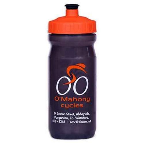 """EU Bottle MAX  600mlDie MAX Serie steht für höchste Qualität, 61mm große Öffnung, angenehmes, weiches """"SuperFlow""""  Munstück mit großer Durchflussmenge, stabiler Deckel, große Werbeflächen, weiches LDPE Material.  MAX 600ml: Die Kompakte Flasche Ideal für kleine Rahmen oder kurze Ausflüge. Volumen: 600ml Durchmesser: 74mm Höhe: 205mm Öffnung: 61mm   EU-Bottle ist einer der führenden Hersteller in Europa im Bereich Werbe und Sport Trinkflaschen. Mit mehr als 20 Jahren Erfahrung gewährleistet EU-Bottle höchste Qualität in der Herstellung von Trinkflaschen und Druck.  Jede Flasche, welche wir herstellen, ist 100% BPA frei und alle Farbstoffe Lebensmittelecht. Unser Engagement für die Gesundheit unserer Kunden erfordert, dass alle unsere Trinkflaschen in Europa hergestellt und gedruckt werden, wo wir persönlich die strengste Qualitätskontrollen, sowohl über die Rohstoffe als auch Produktion durchführen.  Lebensmittelsicherheit Zertifizierungen  EU-Bottle hält alle in der EU erforderlich Zertifizierungen zur Lebensmittelsicherheit, welche für die Überprüfung auf Kundenanfrage zur Verfügung stehen. Bio-Abbaubarkeit  EU-Flaschen verwendet nur biologisch abbaubaren Kunststoff-Rohstoffe höchster Qualität in allen Flaschenformverfahren.   Wählen Sie: • ab 100 Stück individueller Druck. • 13 verschiedene Flaschen Modelle. • Flasche, Deckel Mundstück wählbar aus 33 Farben. • Ab 2000 Stk. Flaschenfarben frei nach Pantone möglich. • Lieferzeit nach Druckfreigabe ca. 2 bis 4 Wochen. • Aufteilung der Stückzahl auf unterschiedliche Flaschengrößen möglich.               Händlerpreisliste Download  Infofolder Download  Kontaktieren Sie uns für Ihr persönliches Angebot."""