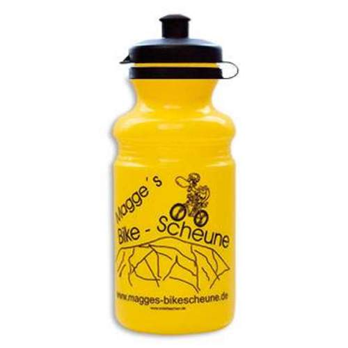 EU Bottle SnapOn 550mlDie SnapOn Serie bietet ein ausgezeichnetes Preis/Leistungsverhältnis bei  gleichzeitig hoher Materialqualität. Angenehm weiches Mundstück, 41mm Snack Verschluß, nie mehr verlorene Deckel  SnapOn 550ml: Ideal für kleine Rahmen und kurze Ausflüge Volumen: 550ml Durchmesser: 74mm Höhe: 190mm Öffnung: 41mm  Achtung: Mindestbestellmenge: 2000 Stk.! EU-Bottle ist einer der führenden Hersteller in Europa im Bereich Werbe und Sport Trinkflaschen. Mit mehr als 20 Jahren Erfahrung gewährleistet EU-Bottle höchste Qualität in der Herstellung von Trinkflaschen und Druck.  Jede Flasche, welche wir herstellen, ist 100% BPA frei und alle Farbstoffe Lebensmittelecht. Unser Engagement für die Gesundheit unserer Kunden erfordert, dass alle unsere Trinkflaschen in Europa hergestellt und gedruckt werden, wo wir persönlich die strengste Qualitätskontrollen, sowohl über die Rohstoffe als auch Produktion durchführen.  Lebensmittelsicherheit Zertifizierungen  EU-Bottle hält alle in der EU erforderlich Zertifizierungen zur Lebensmittelsicherheit, welche für die Überprüfung auf Kundenanfrage zur Verfügung stehen. Bio-Abbaubarkeit  EU-Flaschen verwendet nur biologisch abbaubaren Kunststoff-Rohstoffe höchster Qualität in allen Flaschenformverfahren.   Wählen Sie: • ab 100 Stück individueller Druck. • 13 verschiedene Flaschen Modelle. • Flasche, Deckel Mundstück wählbar aus 33 Farben. • Ab 2000 Stk. Flaschenfarben frei nach Pantone möglich. • Lieferzeit nach Druckfreigabe ca. 2 bis 4 Wochen. • Aufteilung der Stückzahl auf unterschiedliche Flaschengrößen möglich.               Händlerpreisliste Download  Infofolder Download  Kontaktieren Sie uns für Ihr persönliches Angebot.