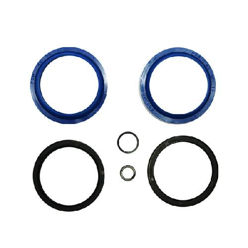 Enduro Bearings Gabel Dichtsatz FOX 40mm, FK-6653Enduro Bearings entwickelte und entwarf Polyurethan  Dichtungen für Mountainbike-Gabeln. Standard Dichtungen verlieren schnell an Geschmeidigkeit udn Performance durch Schmutz und Verschleiß. Enduro Bearings blaue Polyurethan Dichtungen lösen diese Probleme, verbessern die Performance und bieten ein gutes Ansprechverhalten über einen langen Zeitraum, ohne langwieriger Wartung. Enduro Bearings Dichtungen dichten besser, gleiten besser, gleiten ruhiger als original Dichtungen. Innere Dichtungen Moly -Disulfid gefettet, für noch besseres Ansprechverhalten.  Verfügbar für die meisten Federgabel Marken und Federgabel Modelle als günstiges Upgrade jeder Gabel.  Hersteller: FOX Innendurchmesser: 40mm Außendurchmesser: 50mm  Packungsinhalt: • 2x Staubabstreifer • 2x Öl Dichtung • 2x Dichtring