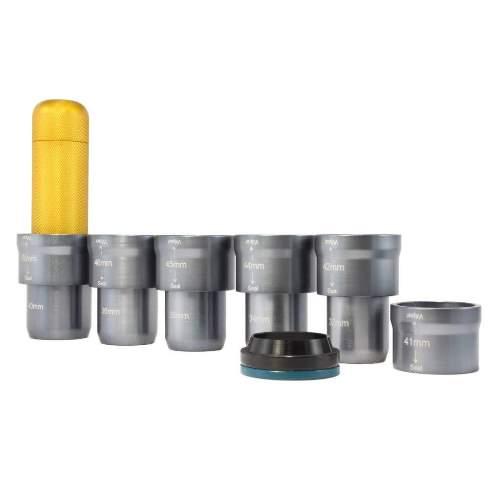 Enduro Bearings ST-010 - Einpresswerkzeug für Federgabel Dichtungen u. StaubabstreiferMit diesem professionellen Einpresswerkzeug von Enduro Bearings können Staubabstreifer und Öldichtungen von Federgabeln sicher und zuverlässig eingepresst werden. Das Set beinhaltet die wichtigsten Adapter für 32mm, 34mm, 35mm, 36mm und 40mm Standrohre.